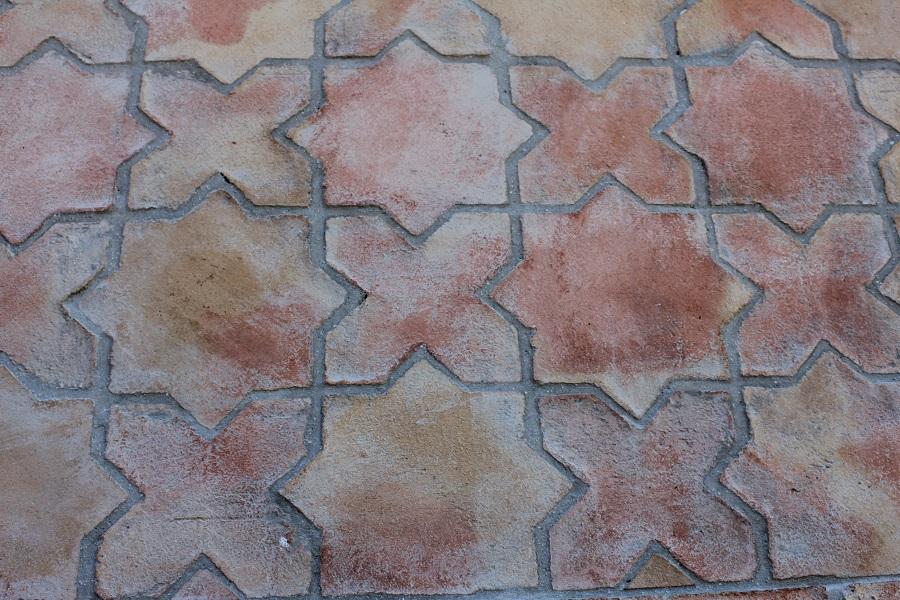 suelo de terracota combinación estrella y cruz