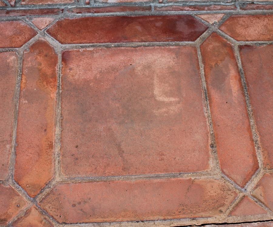 suelo de barro tonalidad rojiza combinación naveta 01