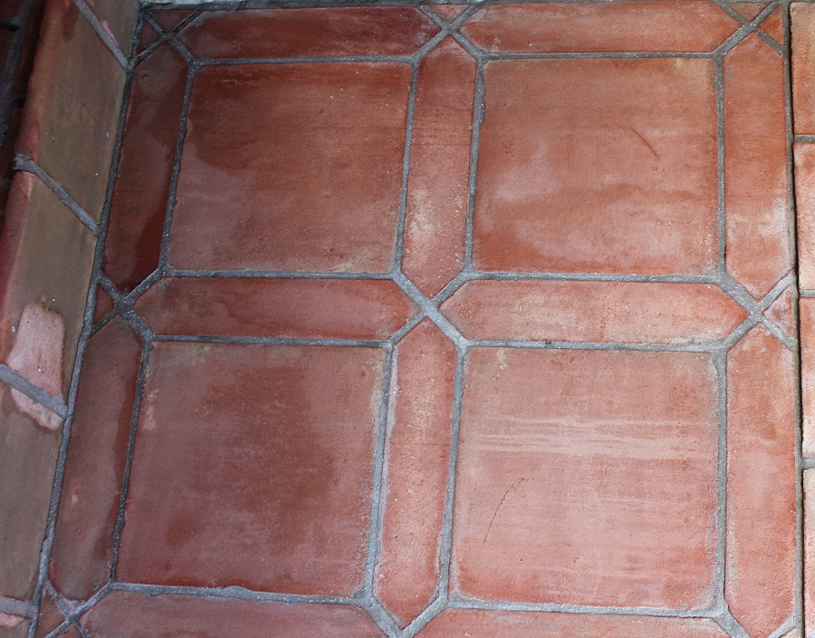 suelo de barro tonalidad rojiza combinación naveta 02