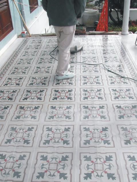 Limpieza de suelos hidráulicos