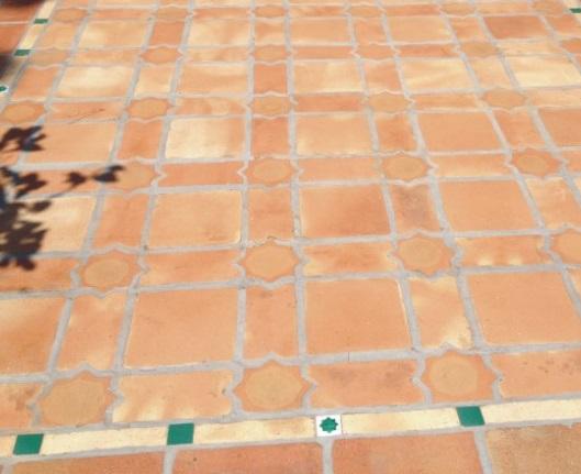 suelo de barro tonalidad rojiza 09