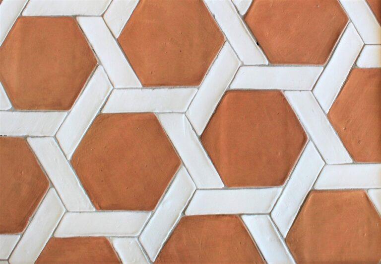 Suelo de barro artesanal tonalidad clara combinación espiral 03
