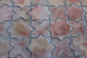 Losa de barro tonalidad rojiza combinación estrella y cruz 02